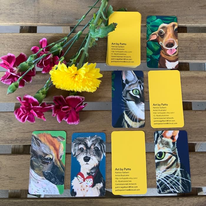 Flowers and mini business cards with cats and dogs by Patricia Patto Galbani