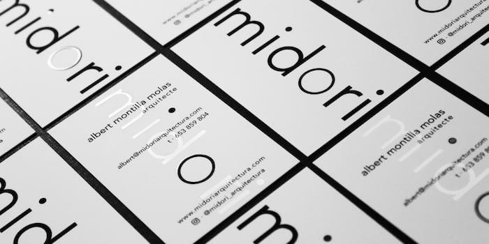 Minimalist black and white design for Midori Arquitectura business cards